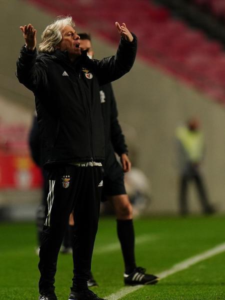 Jorge Jesus durante jogo do Benfica contra o Estoril - Gualter Fatia/Getty Images
