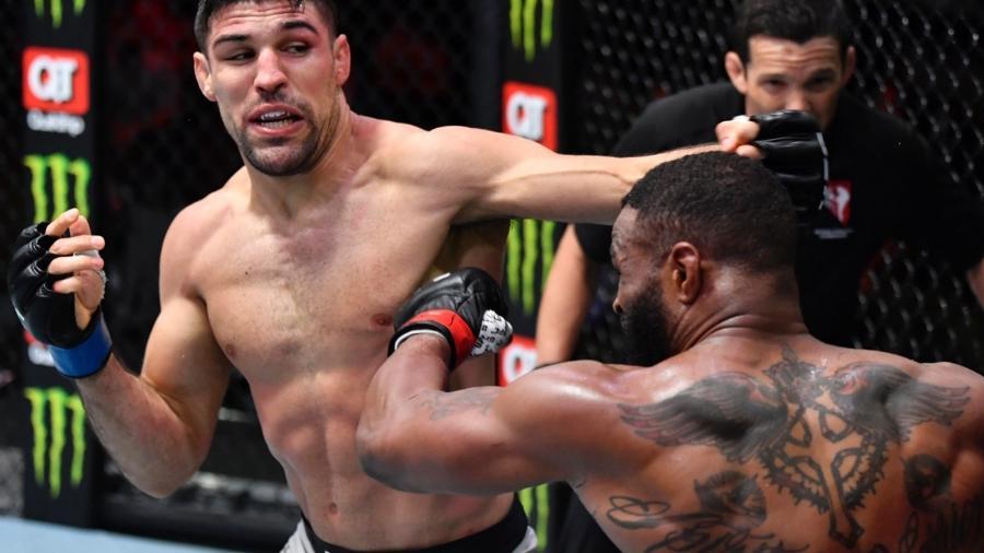 28.mar.2021 - Vicente Luque em luta durante o UFC em Las Vegas (EUA) - UFC/ Divulgação