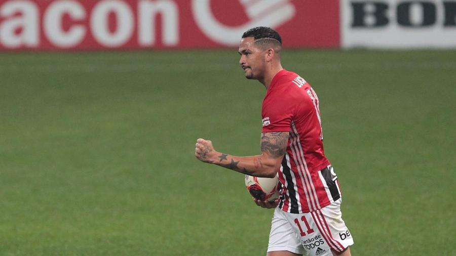 Luciano volta a ser titular do São Paulo após um mês - Rubens Chiri/São Paulo