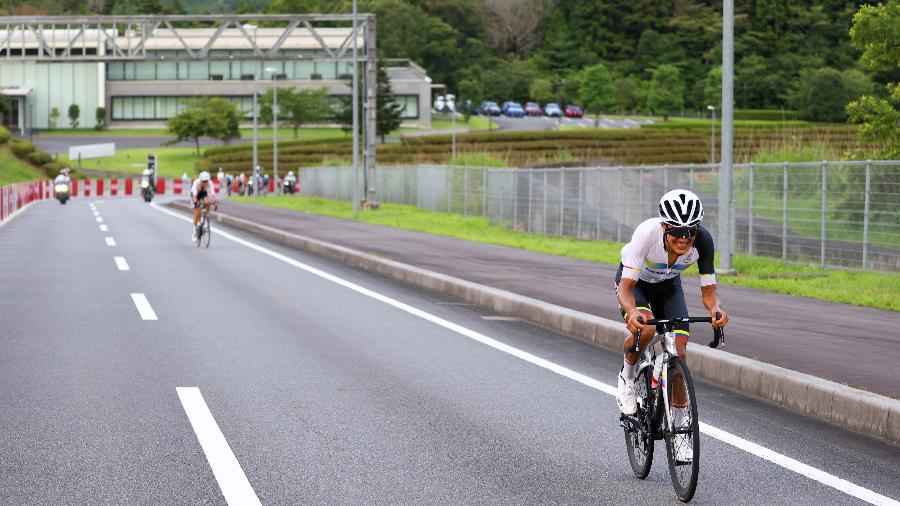 Richard Carapaz, do Equador, disputa a prova de ciclismo de estrada nas Olimpíadas de Tóquio - Tim de Waele/Getty Images