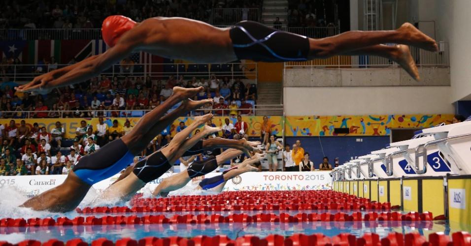 Frantz Dorsainvil, do Haiti, pula atrasado na classificatória dos 50 m livres da natação. O nadador nadou em mais de 33 segundos