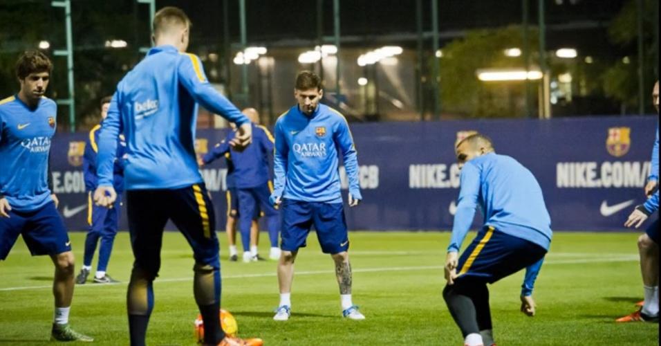 Messi volta a treinar com elenco após quase dois meses afastado