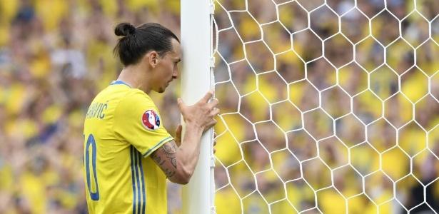 Ibrahimovic lamenta chance desperdiçada dentro da pequena área -  AFP PHOTO / JONATHAN NACKSTRAND
