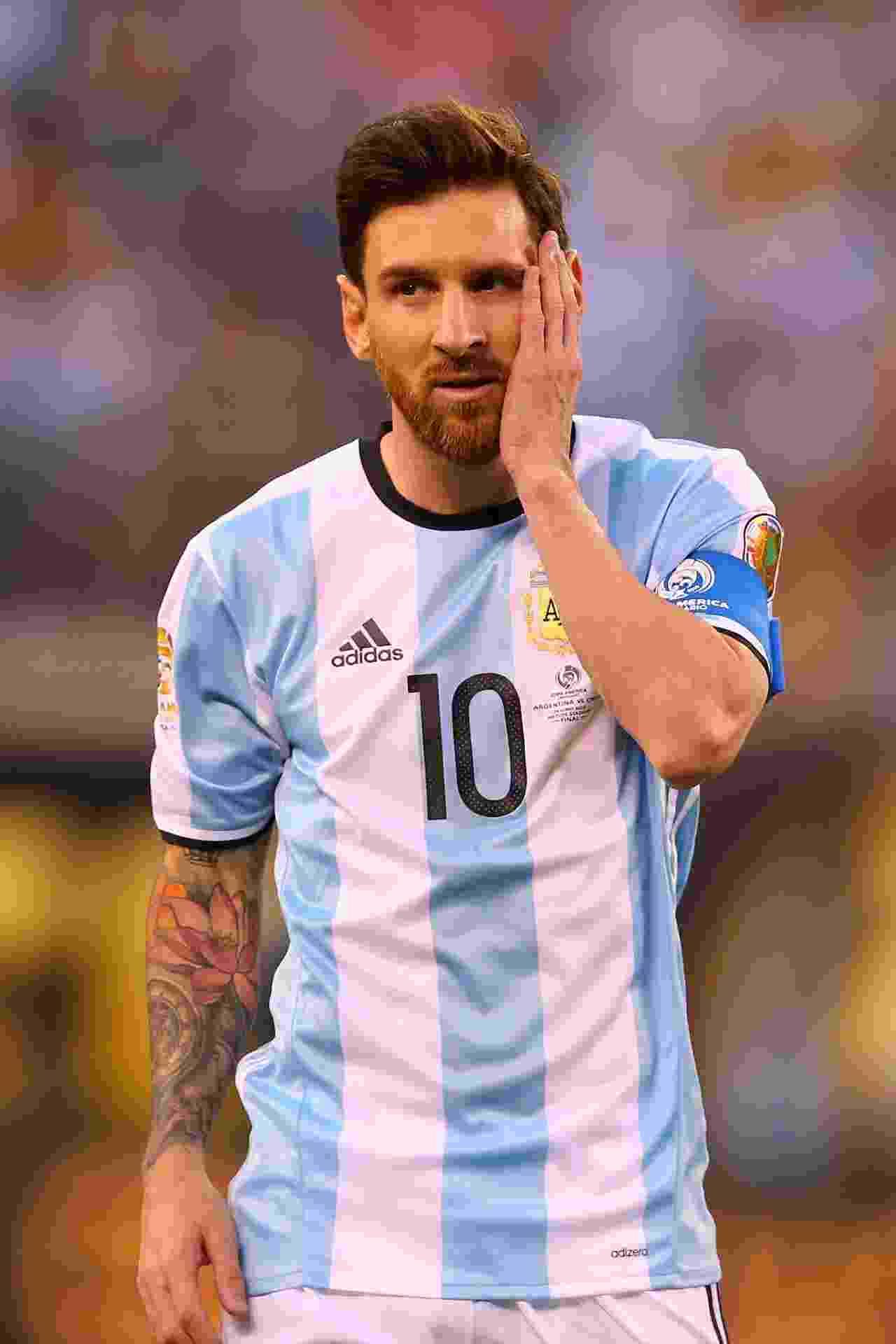 26.jun.2016 - Lionel Messi se lamenta durante a final da Copa América - Mike Stobe/AFP