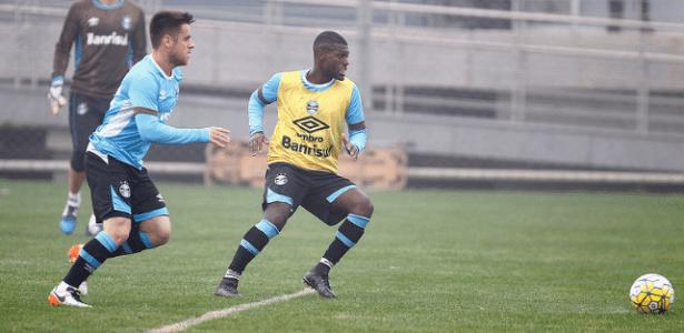 Iago é alternativa na lateral esquerda do Grêmio após insucesso com Hermes