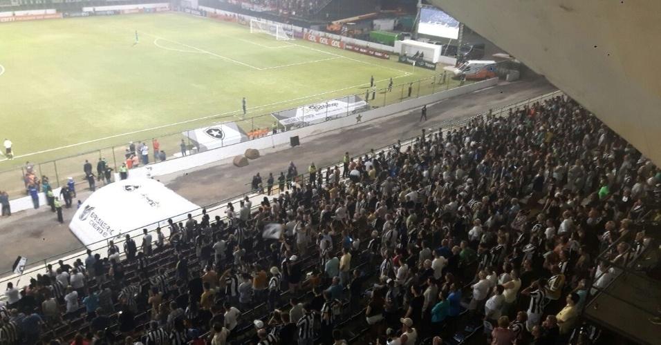 Setor social da Portuguesa tomado por torcedores do Botafogo