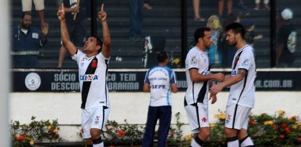 Vasco comemora segundo gol sobre o Oeste