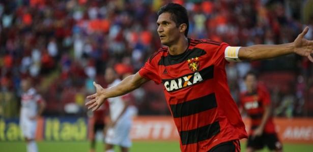 Durval não joga mais com a camisa do Sport - FABIANO MESQUITA/FRAMEPHOTO/FRAMEPHOTO/ESTADÃO CONTEÚDO