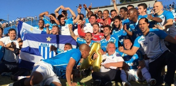 Jogadores do Avaí comemoram o acesso no Estádio do Café - Jamira Furlani/Avaí FC