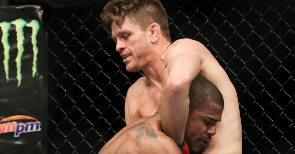 Na terceira luta da noite, dominicano Alex García nocauteou americano Mike Pyle; combate foi válido pelo peso meio-médio