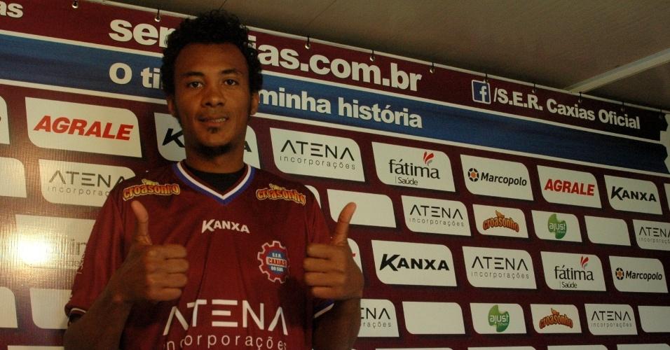 Julio Santos (35 anos), zagueiro ex-São Paulo e Mazembe, jogará o Campeonato Gaúcho pelo Novo Hamburgo. Na foto, o jogador usa camisa do Caxias, seu clube anterior