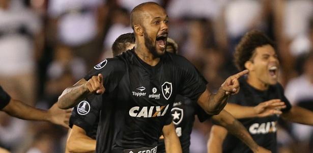 Bruno Silva comemora classificação do Botafogo à fase de grupos da Libertadores