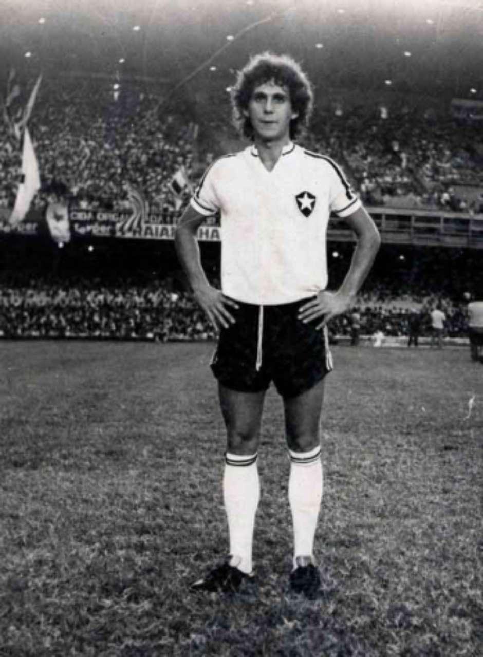 Mendonça se destacou no Botafogo entre as décadas de 1970 e 1980