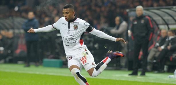 Dalbert chegou ao Nice em 2016; clube exige pagamento de multa para negociar