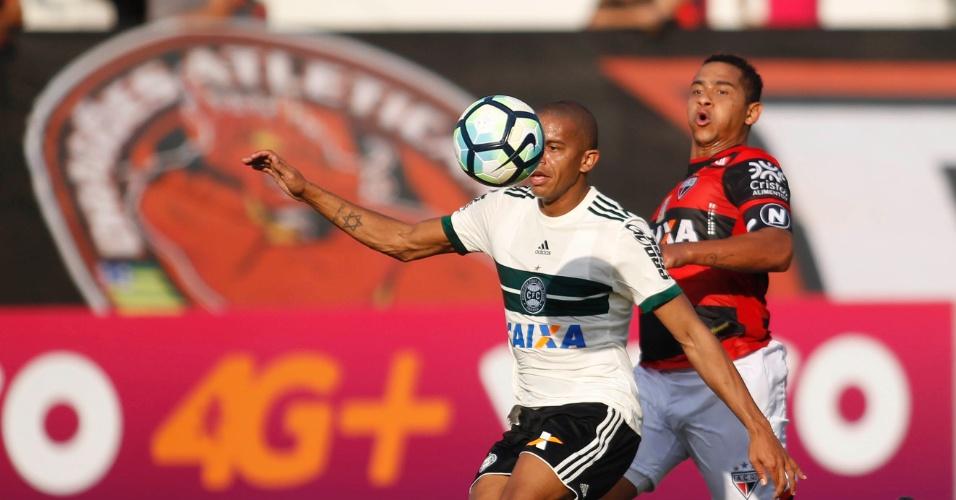 Mais futebol: Atlético-GO vence e freia reação do Coritiba, que havia ganho duas