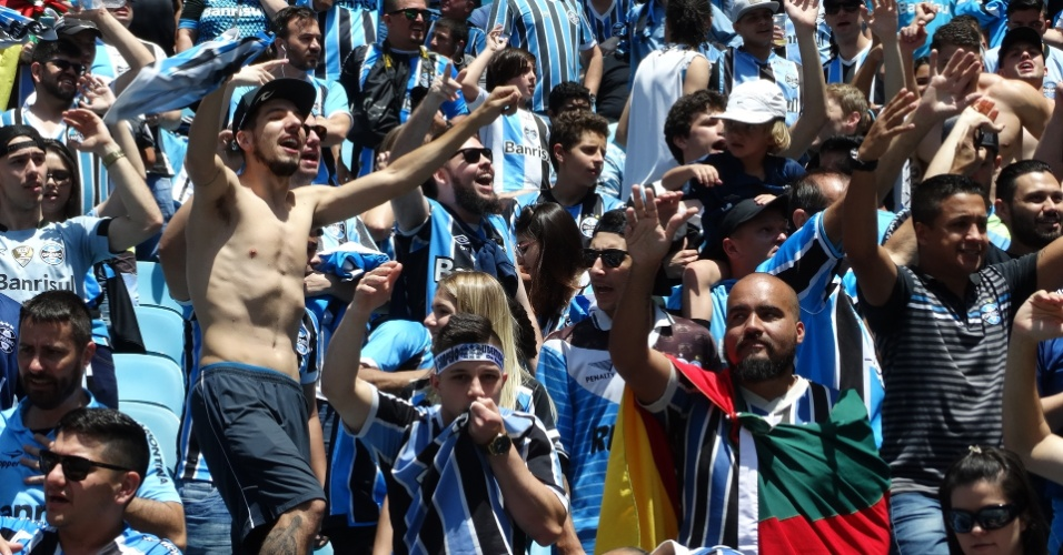 Torcida do Grêmio amanhece feliz com título da Libertadores