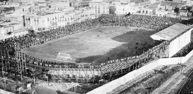 Estádio do Boca e suas arquibancadas de madeira antes de ser reconstruído