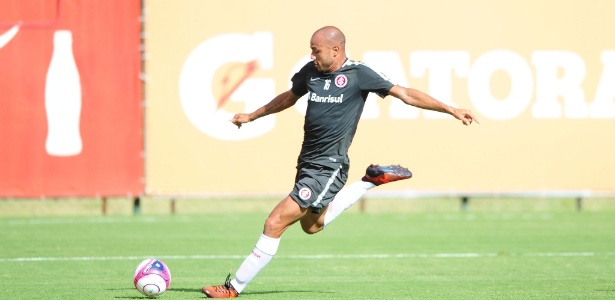 Roger disputará apenas o Brasileiro pelo Corinthians até Agosto; Jogador não poderá jogar copas durante este período