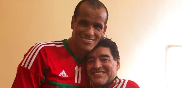 Maradona publica foto ao lado de Rivaldo em sua conta de Instagram