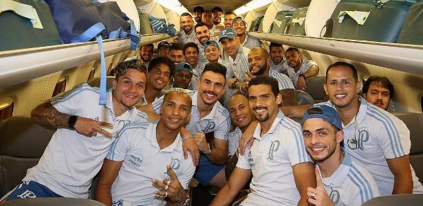 Delegação do Palmeiras em avião após o jogo contra o Sport - Reprodução
