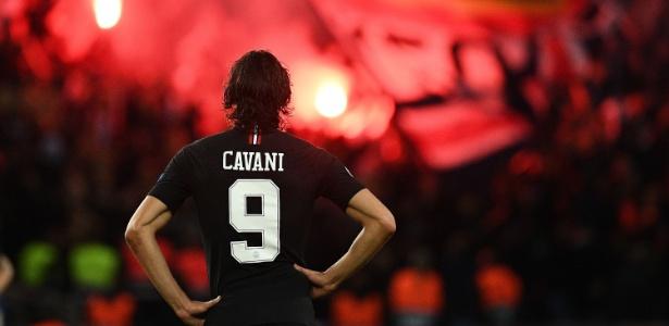 Cavani foi eleito o destaque da temporada no prêmio Golden Foot - FRANCK FIFE / AFP
