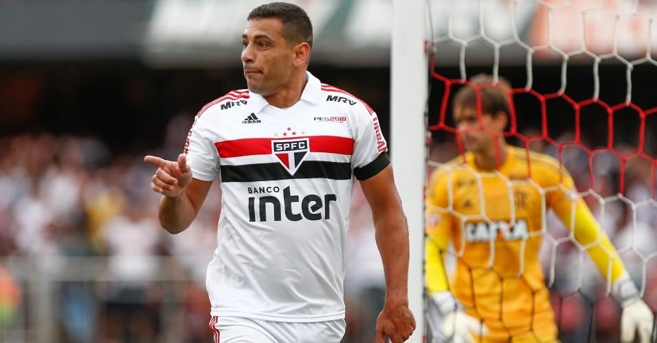 Diego Souza comemora gol do São Paulo contra o Flamengo