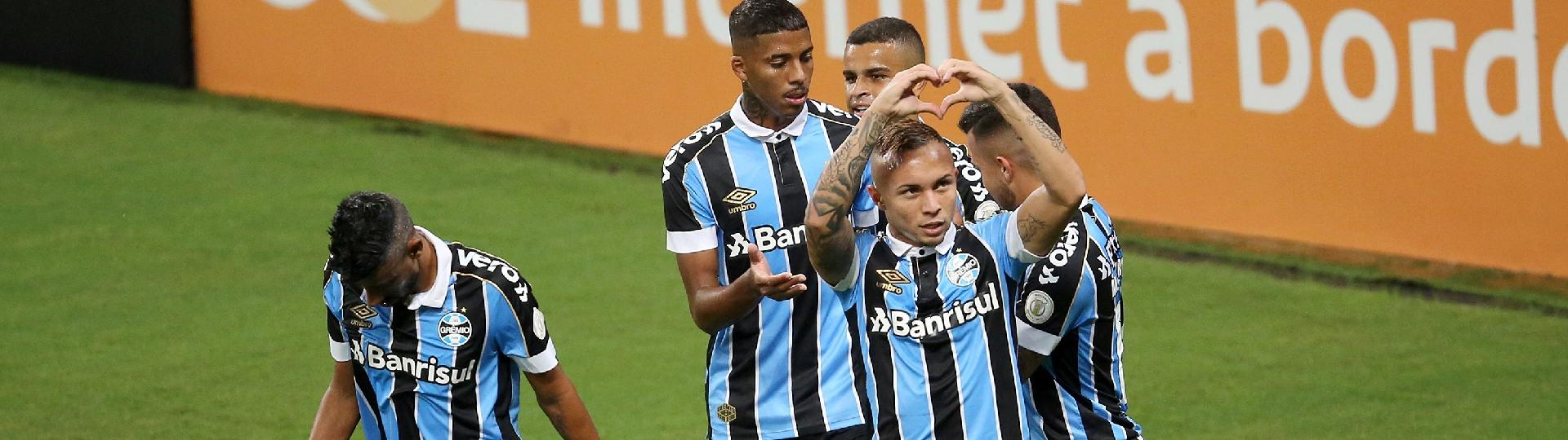 Everton comemora gol do Grêmio contra o Fluminense