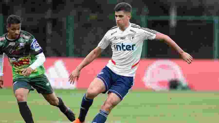 Vitor Bueno, meia do São Paulo, em jogo-treino contra o Votuporanguense - Rubens Chiri/saopaulofc.net