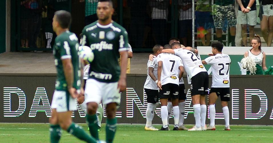 Jogadores do Atlético-MG comemoram gol contra o Palmeiras