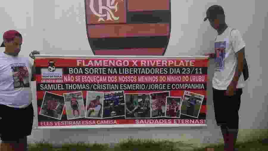 Familiares de Samuel Thomas fizeram um protesto em frente ao Ninho do Urubu, CT do Flamengo - Arquivo Pessoal