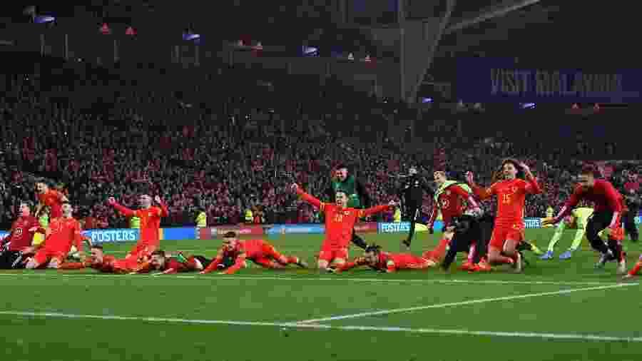 Jogadores de País de Gales comemoram classificação para a Eurocopa 2020 após vitória sobre a Hungria - Paul Ellis/AFP