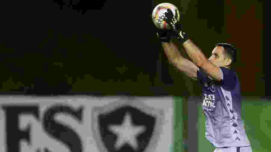 Gatito Fernández faz defesa em amistoso do Botafogo contra o VItória-ES - Vitor Silva/Botafogo