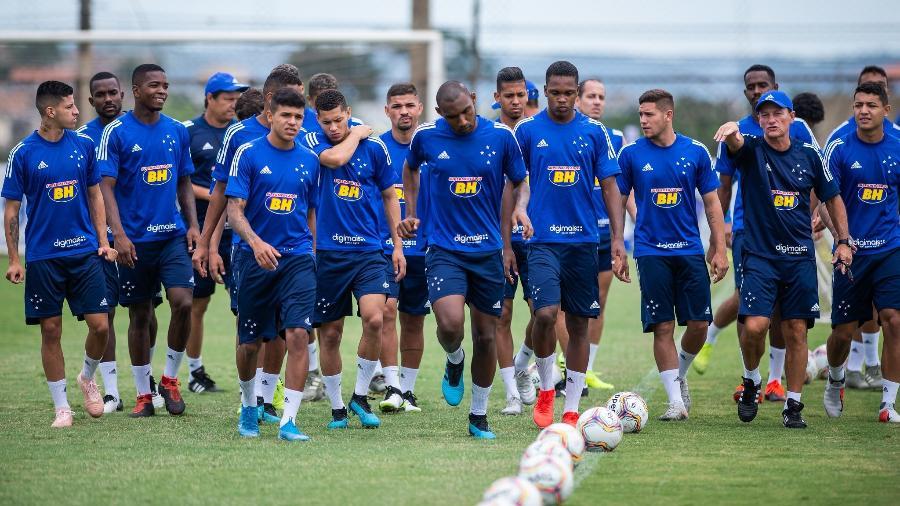Elenco celeste volta a conviver com atraso de salários, desta vez por causa da paralisação do futebol brasileiro - Bruno Haddad/Cruzeiro