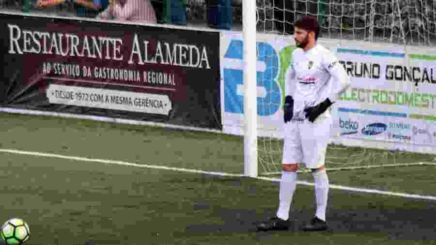 Goleiro Bruno Santos em ação durante jogo em Portugal - Arquivo pessoal