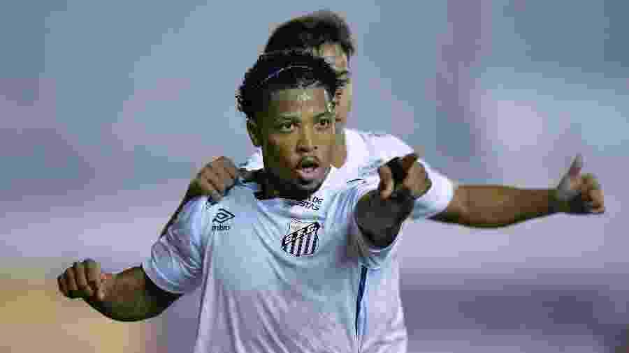Marinho falou sobre a chance de ser convocado para a seleção brasileira - Rodrigo BUENDIA / AFP