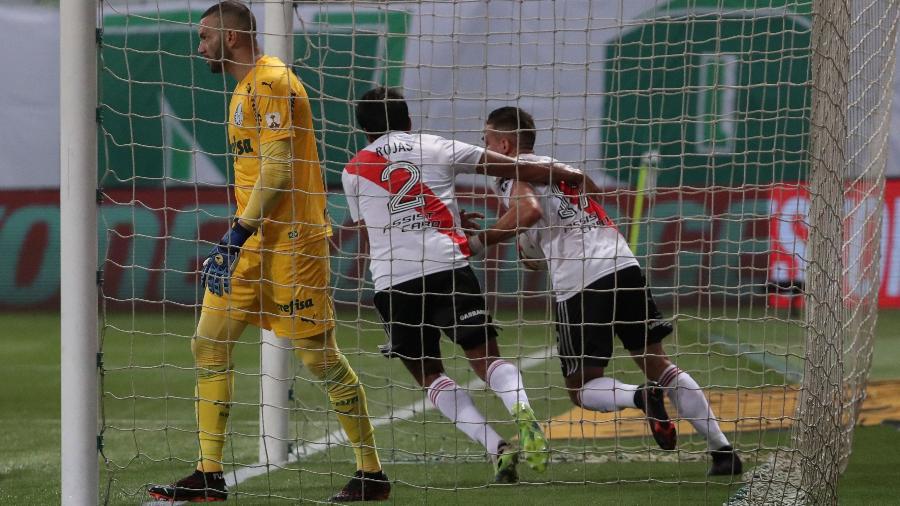 Borré e Rojas comemoram gol do River Plate contra o Palmeiras na semifinal da Libertadores - AMANDA PEROBELLI / POOL / AFP