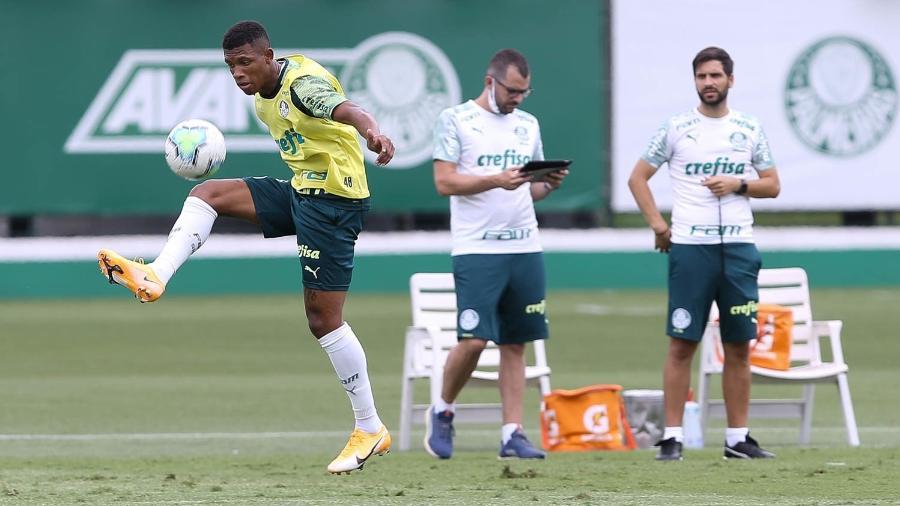 Danilo, durante treino do Palmeiras, na Academia de Futebol - Cesar Greco