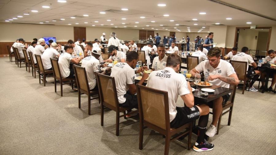 Santos almoça em espaço exclusivo no hotel no Rio de Janeiro - Divulgação/Santos FC