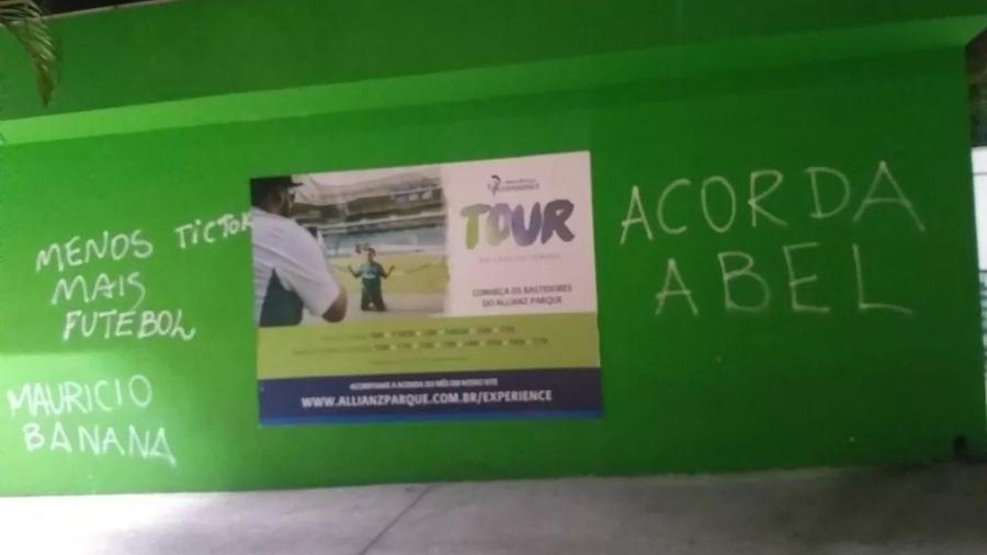 """Muros do Allianz Parque são pichados após derrota para o SPFC: """"Acorda Abel"""" - Twitter"""
