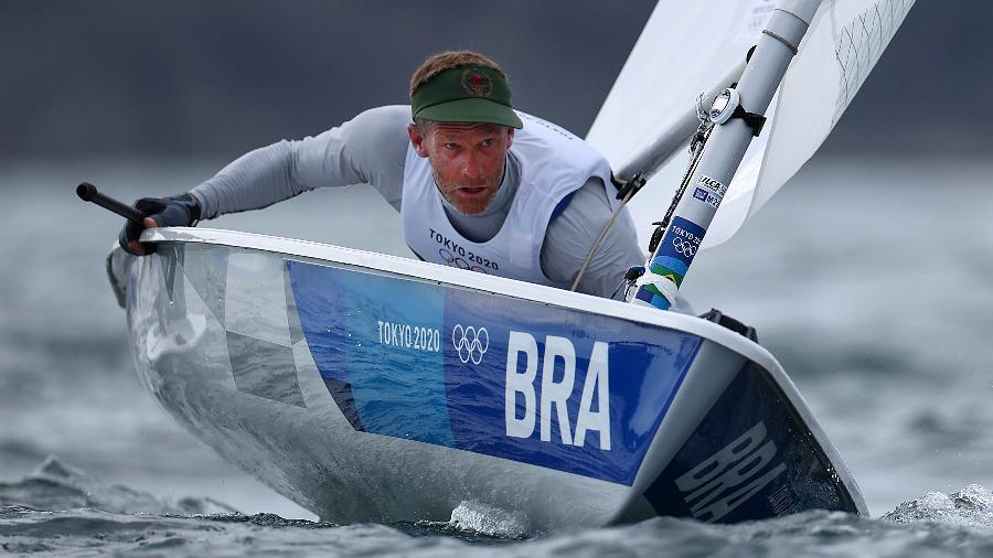 Robert Scheidt, que terminou em oitavo lugar na classe Laser da vela em Tóquio-2020 - Clive Mason/Getty Images
