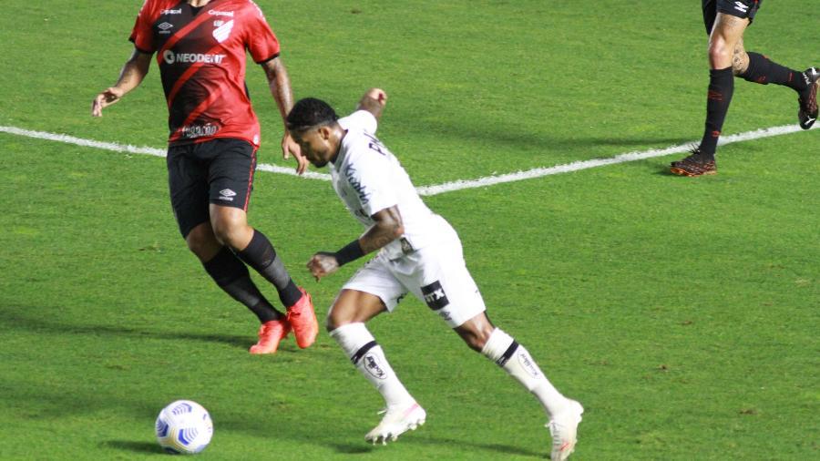 Marinho em ação pelo Santos diante do Athletico, pela Copa do Brasil - Fernanda Luz/AGIF