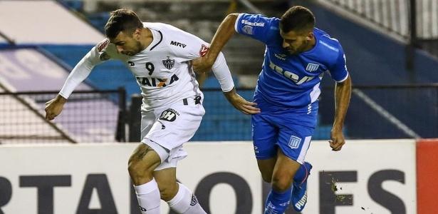 Lucas Pratto se movimentou bastante para fugir da marcação do Racing - Bruno Cantini/Clube Atlético Mineiro