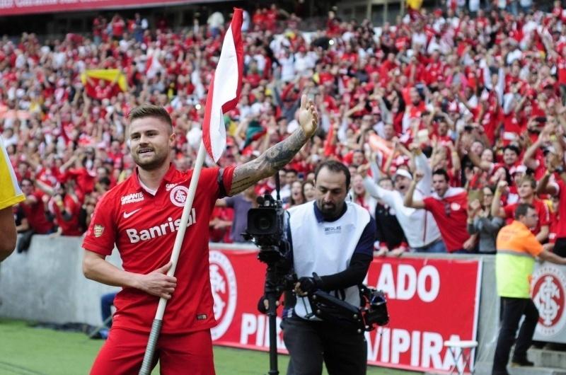 Eduardo Sasha comemora gol para o Inter diante do Juventude na decisão do Campeonato Gaúcho