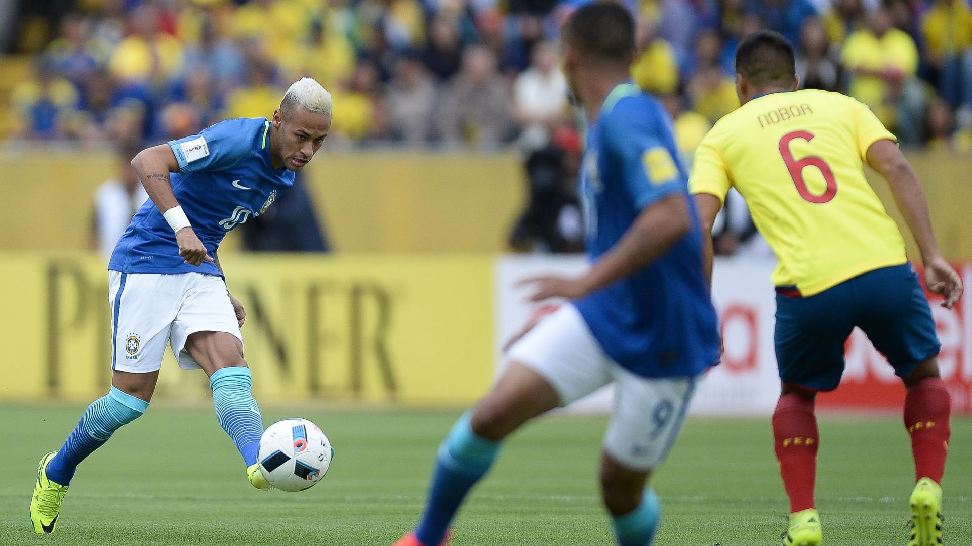 Neymar arma passe para Gabriel Jesus no jogo entre seleção brasileira e Equador