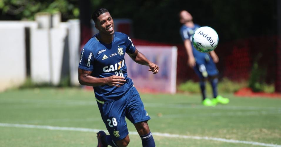 Orlando Berrío está confirmado no time do Flamengo que enfrenta o América-MG