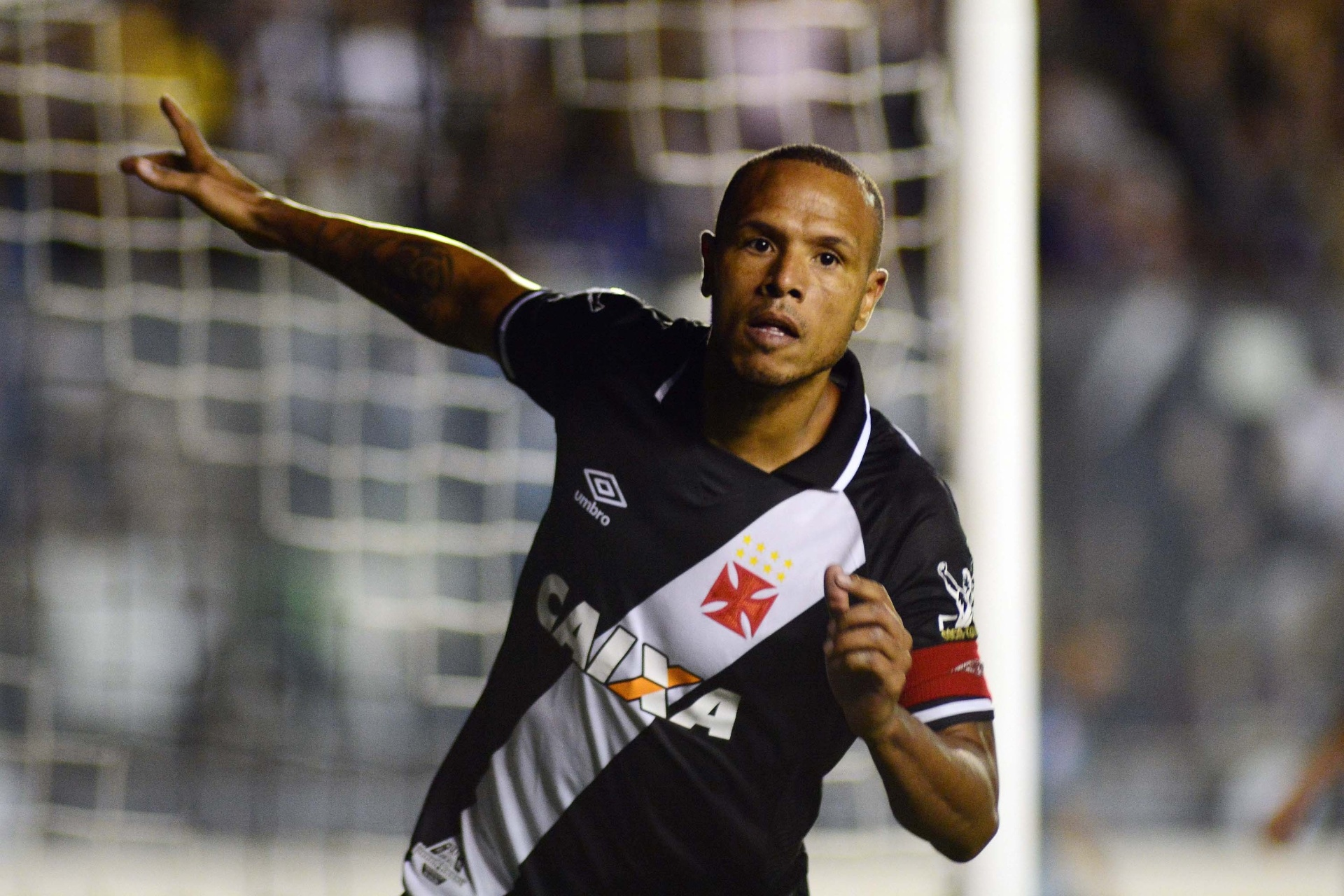 Vasco muda após entrada de Nenê e vence Sport com mais um de Luis Fabiano -  10 06 2017 - UOL Esporte 92e49d516d546