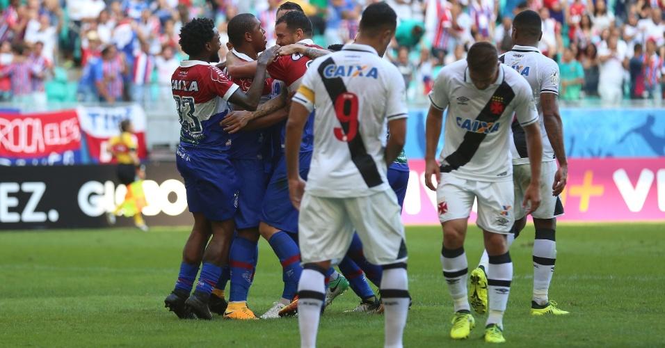 Jogadores do Bahia comemoram gol marcado contra o Vasco