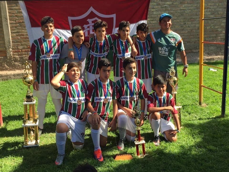 Alunos da escolinha oficial do Fluminense no Chile
