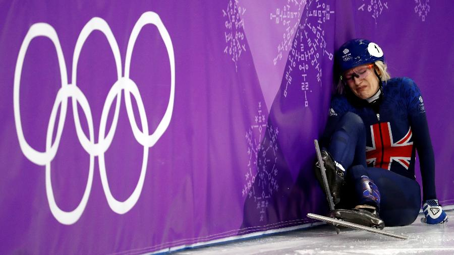 Elise Christie cai durante competição em Pyeongchang - Damir Sagolj/Reuters