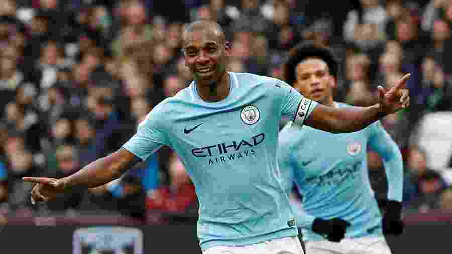 Fernandinho faz o quarto gol do Manchester City contra o West Ham - JOHN SIBLEY/REUTERS